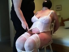 Slapping her thighs on Watchteencam.com