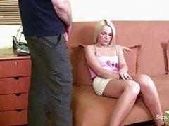 Daddy holt Schwanz raus und fickt seine Stief-Tochter on Watchteencam.com