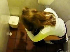 Cute teeen in the toilet on Watchteencam.com