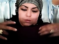 ARAB HOTTY SOWING BOOBS on Watchteencam.com