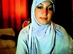 hijab cutie fingering on Watchteencam.com
