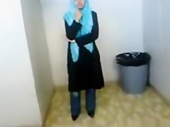Dude tapes his muslim hijab gf with big boobs and shaved pussy showering on Watchteencam.com