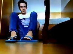teen boy show his SOLES on Watchteencam.com