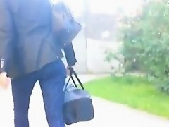 Belle beurette en jeans dans la rue - France - French on Watchteencam.com
