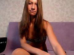 Joven Castaña timida en webcam por primera vez on Watchteencam.com