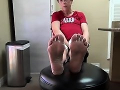 Blonde Granny Smelly Feet Soles on Watchteencam.com