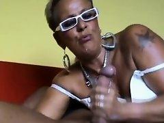 Gnadenlos holt sie sich sein Sperma on Watchteencam.com